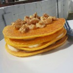 Maispannekoekjes met banaan, walnoten en honing; lekker, vullend en gezond!