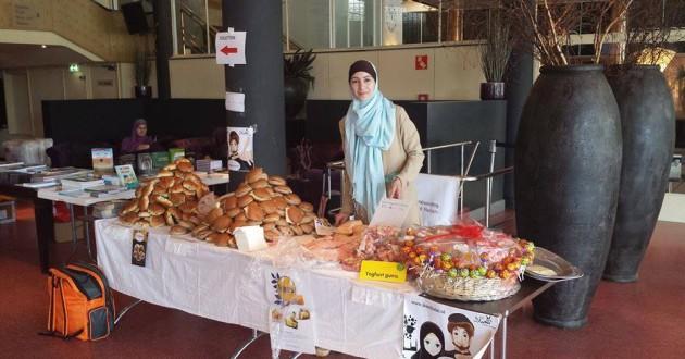 2 juni 2014 Broodjes gereed voor de pauze van de kinderen van 15 ISBO islamitische scholen te Utrecht