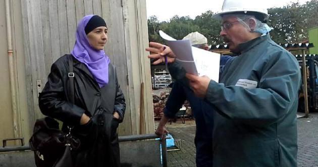 21 oktober 2013 In gesprek met de NVWa over halalslachten en controles bij een slachthuis